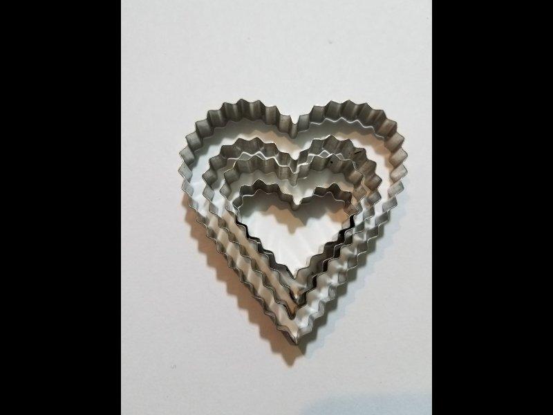 Corazón en zig zag x 4 -7 x 6.50  5 x 5 - 4 x 4 - 2.50 x 3.50