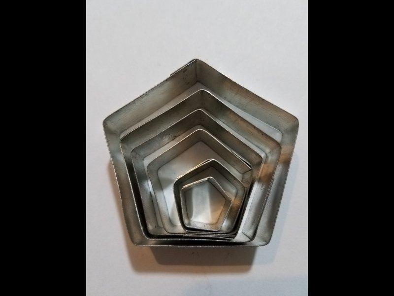 Pentagonos x 6 -5.50 cm. 4cm. 3.50 cm. 2 cm. 1.50 cm
